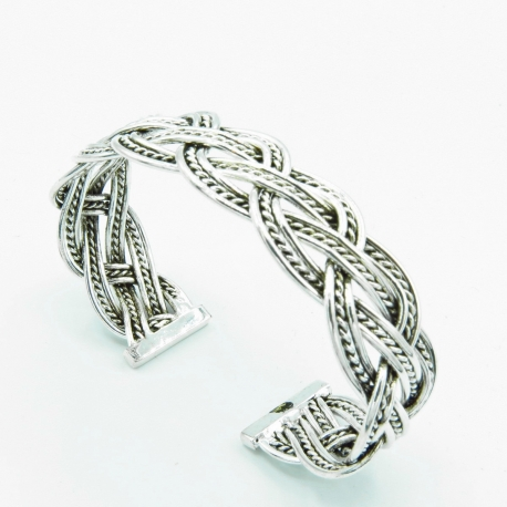 Interlaced bracelet