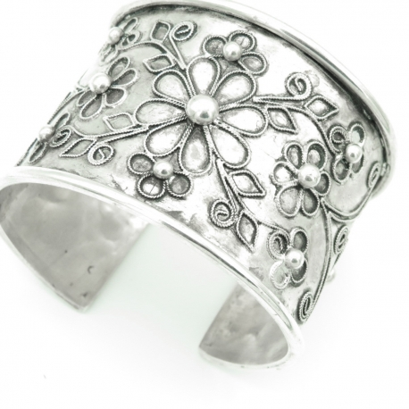 Cuff with floral decoration